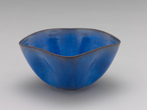 Gertrud and Otto Natzler. Bowl. 1947. The Baltimore Museum of Art: Gift of Dr. and Mrs. John A. Pope, BMA 1959.78. Courtesy Gail Reynolds Natzler, Trustee the Natzler Family Trust